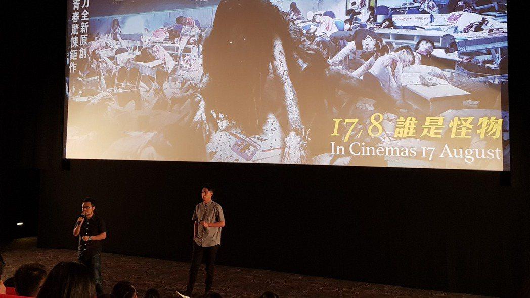 九把刀(左)10日帶著最新電影「報告老師!怪怪怪怪物!」及主演蔡凡熙(右)抵達馬