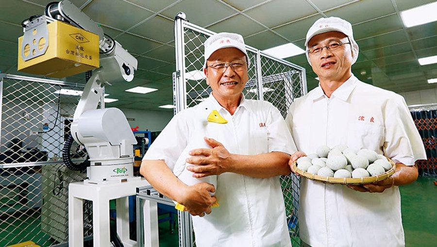 「我養鴨,鴨養我」浤良食品總經理歐陵合說,家中3 代養鴨的情感讓他致力傳產革新,...