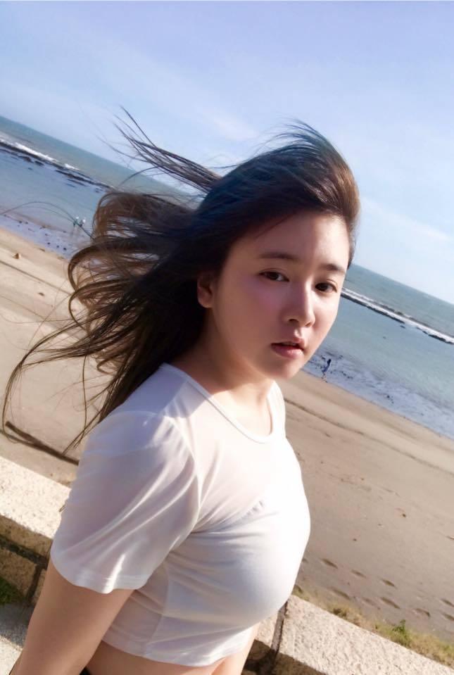 小小瑜在臉書分享海邊照。 圖/擷自臉書