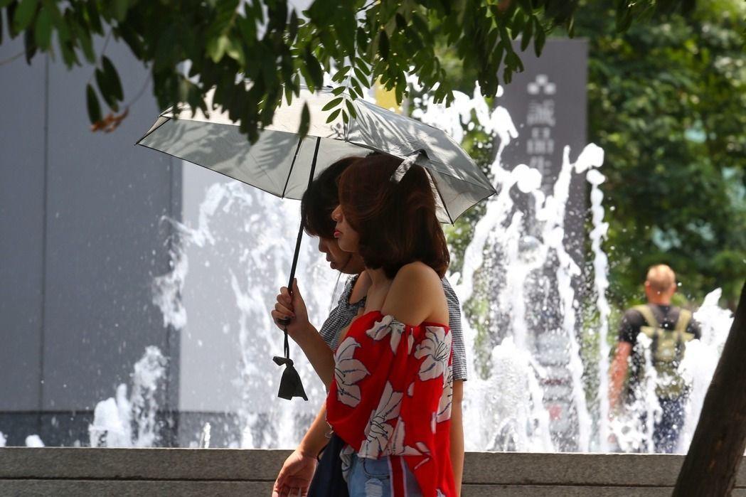 今天天氣晴朗炎熱。聯合報系資料照/記者王騰毅攝影