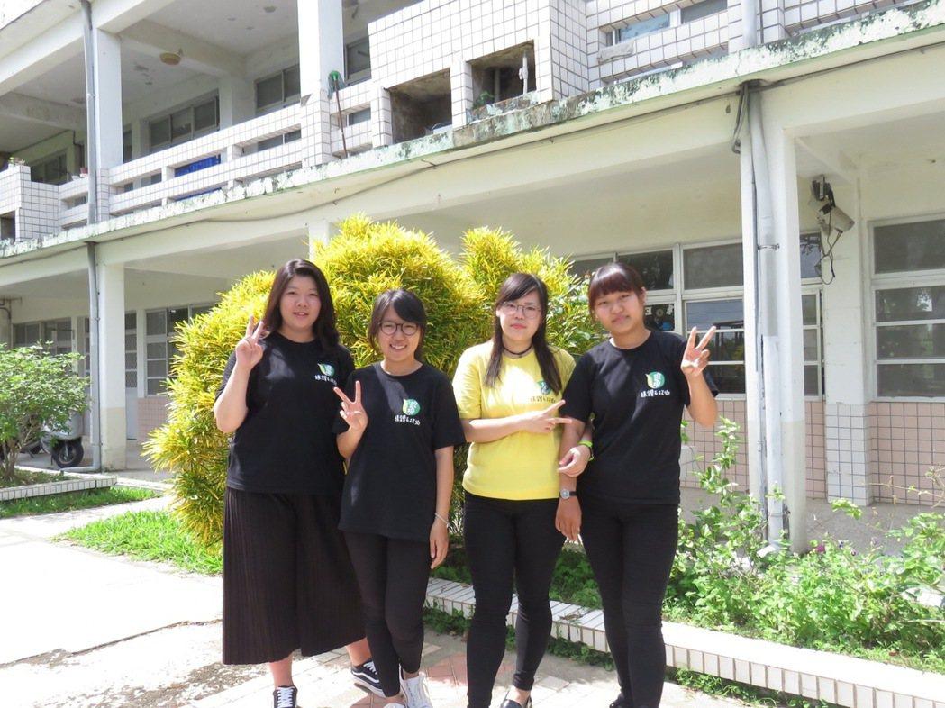 今年有三名大學生利用暑期工讀到台南新化礁坑社區協助行銷農村。圖/礁坑社區提供