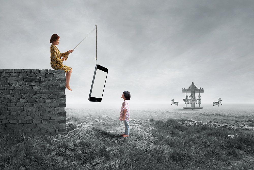 柯以柔是手機與小孩。/Dave Koh提供