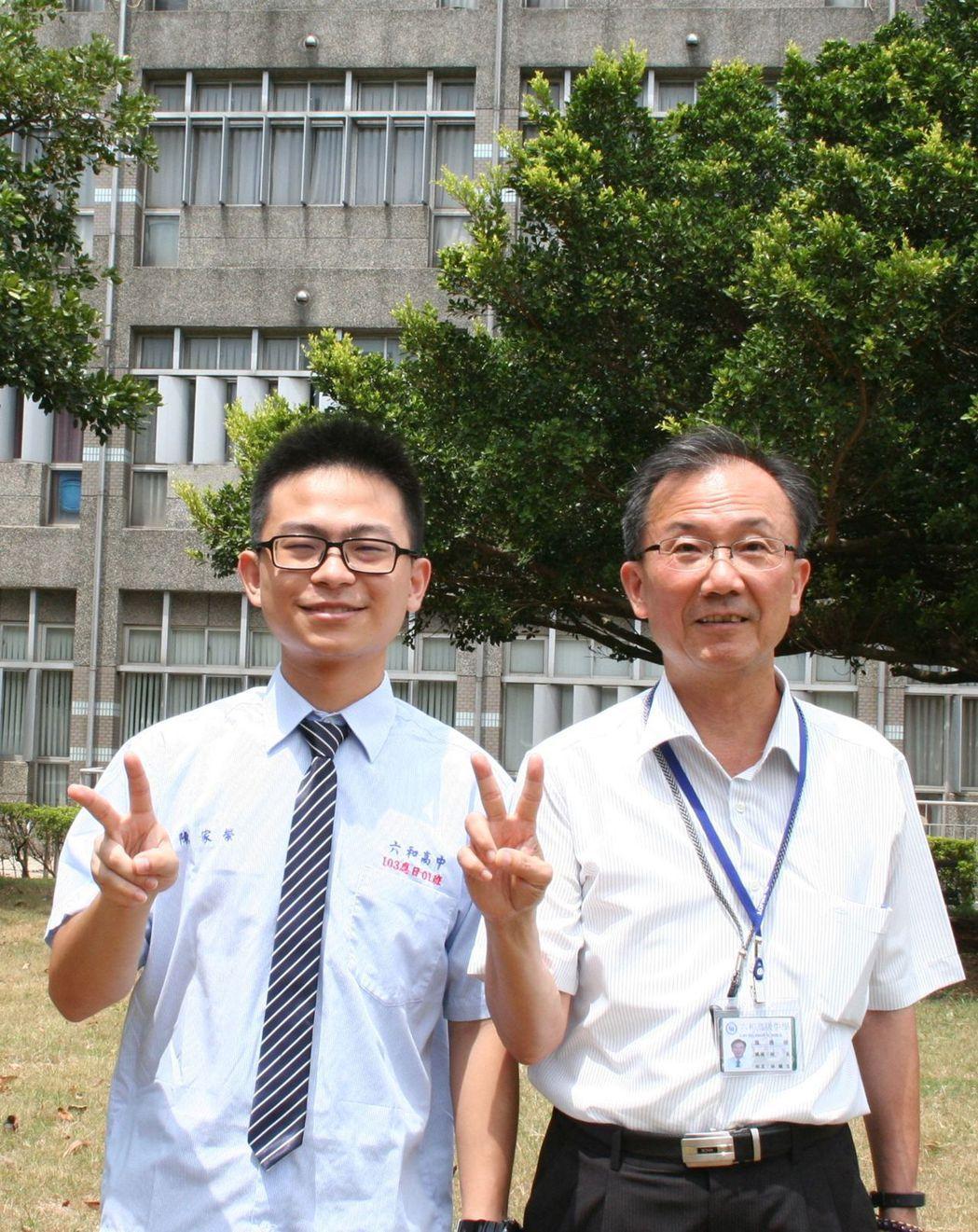 從小在中國大陸唸完高中台商子弟陳家榮(左),返台從高一重新學習,就讀桃園私立六和...
