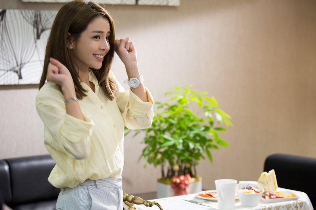李毓芬在戲中為黃仁德學做菜。圖/東森提供