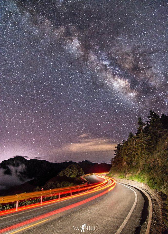 石門山夜景。圖/馮業輝授權提供