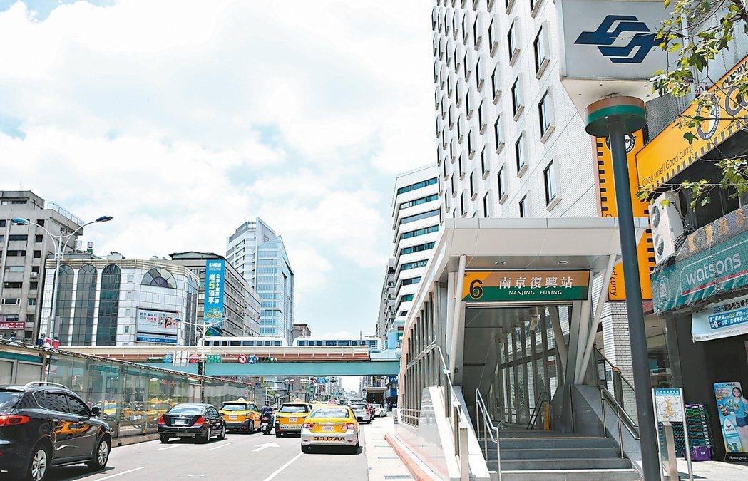 捷運南京復興站周邊屬台北市精華成熟地段。 記者林俊良/攝影