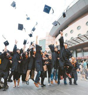 審計部報告指出,去年青年失業人數平均超過20萬,占整體失業人數約45%,國民黨立...