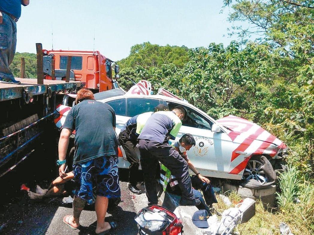 國道警察遭拖板車撞擊身亡,警車的安全性再度被討論。 圖/報系資料照