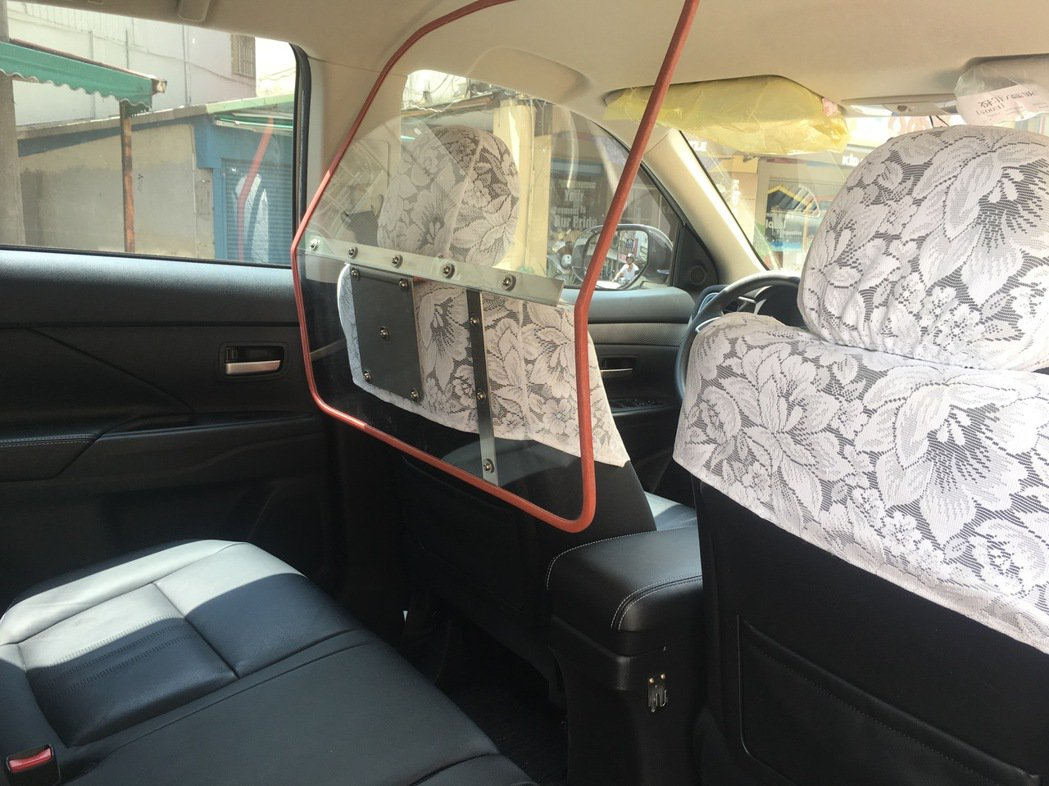 警政署指出安全防護罩是可拆卸式的配備,可視狀況機警拆卸,平時巡邏時不需裝設,也可...