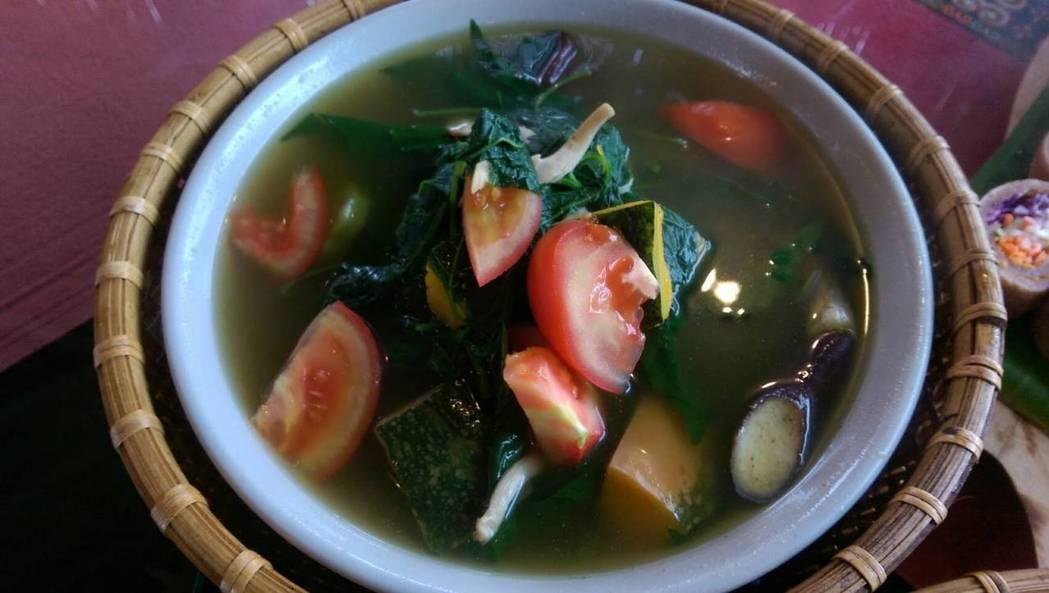 野菜綜合清湯。 記者董俞佳/攝影