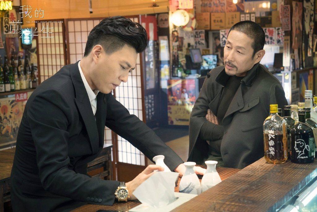 靳東(左)飾演的賀涵在《我的前半生》中,與陳道明飾演的卓漸清有不少精采對話。(取...