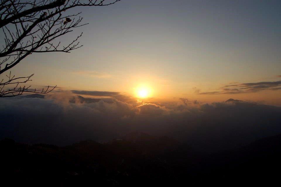 「瑞士農莊」的日出美景,令人驚嘆連連!(圖片來源/拉拉山瑞士農莊粉絲團)