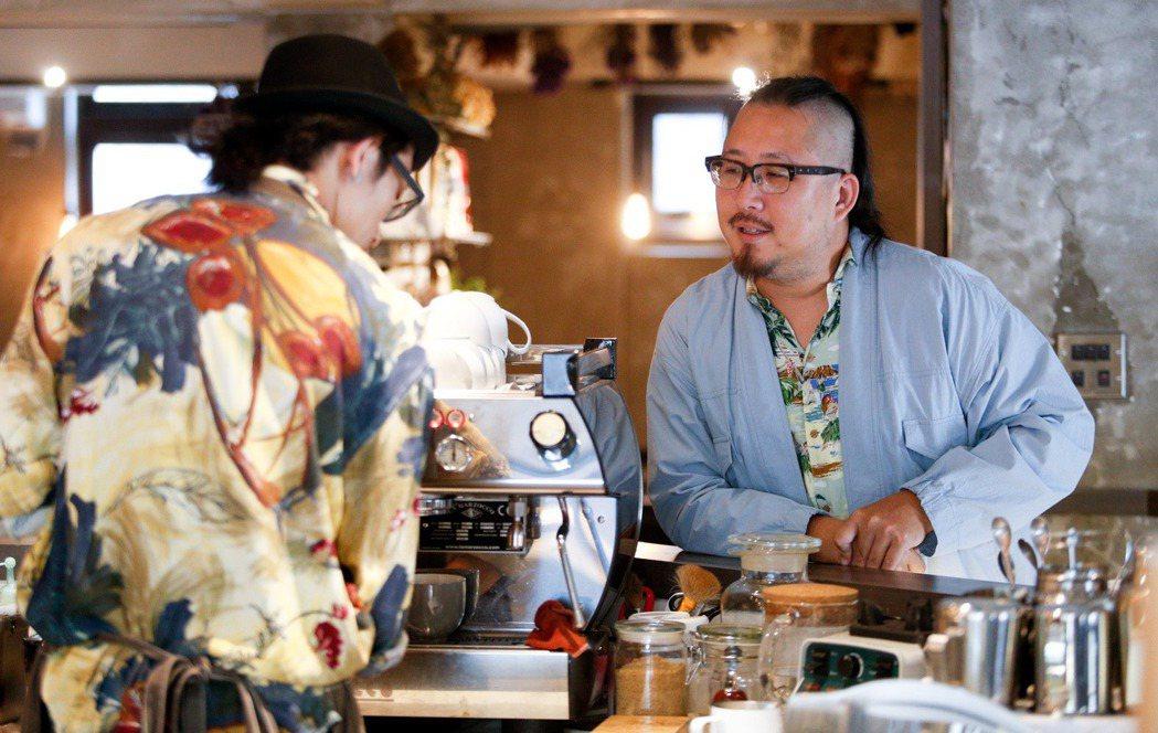 一年走訪兩百多間咖啡館的Chez Kuo,最近出版第二本新書「咖啡關西」。攝影/...