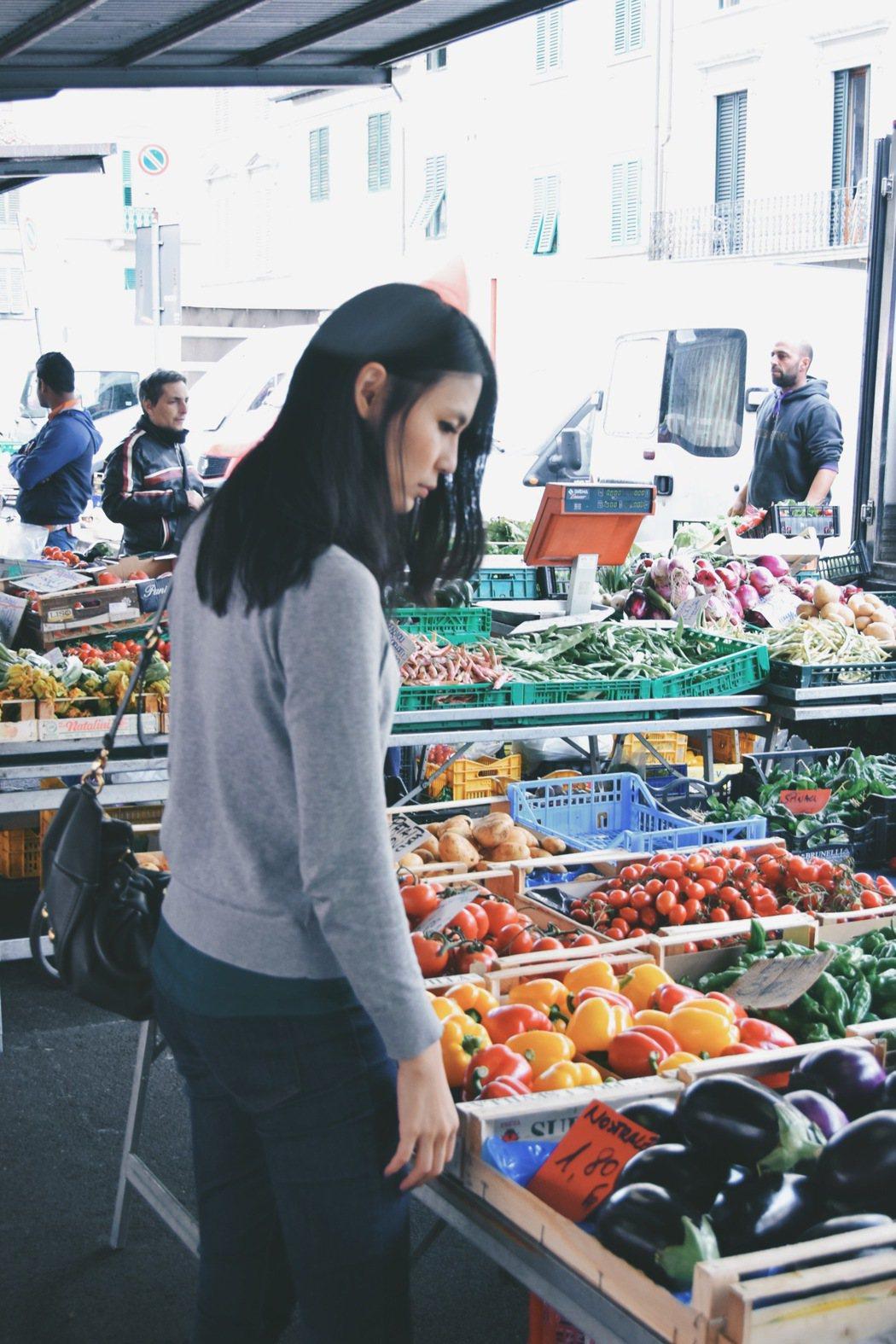 到菜市場、超市買菜已經是Yen的每日例行公事。圖/劉宴瑜Yen提供