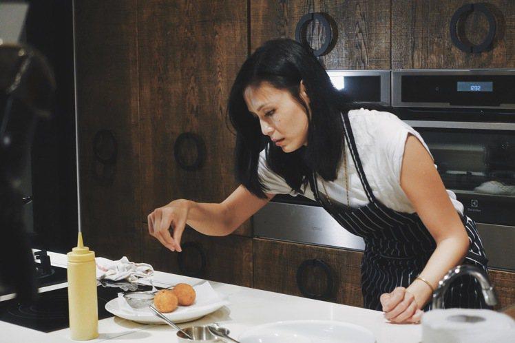 Yen說在廚房再小心都有可能失誤,每一個細節都要精準,才能確保上桌時一切完美。圖...