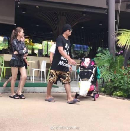 昆凌生日當天和周杰倫同遊泰國的身影被網友捕捉到。圖/摘自微博