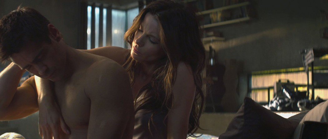 柯林法洛與凱特貝琴薩曾在電影裡有親密對手戲。圖/摘自theiapolis