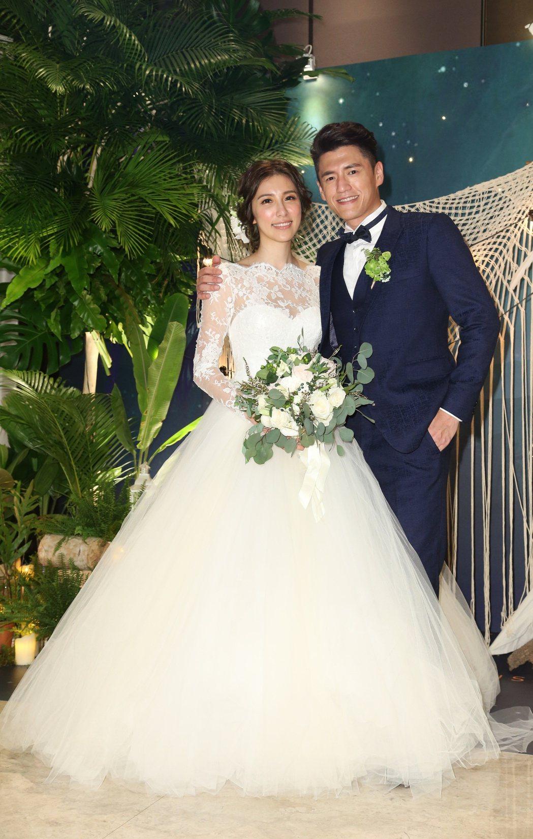 阿布周詠訓(右)與Michelle(左)舉辦婚宴,圈內好友祝賀。記者陳立凱/攝影