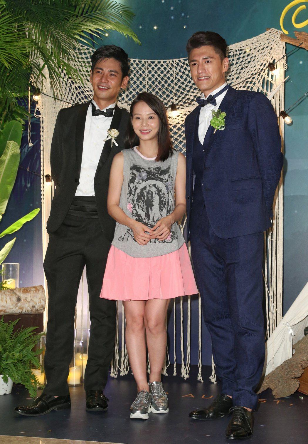 阿布周詠訓(右)與Michelle舉辦婚宴,圈內好友楊子儀(左)與孫淑媚(右)到...