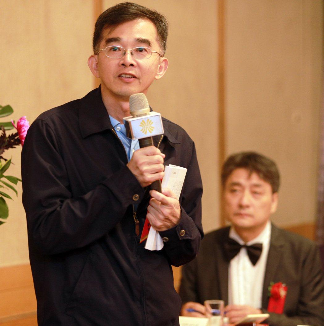 中山管院院長陳世哲表示「平凡的力量」一書,讓讀者傳承創業經驗。記者劉學聖/攝影