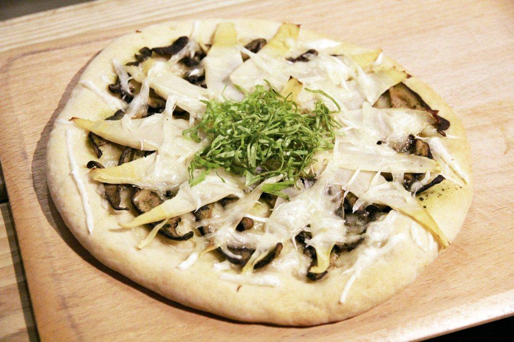 利用當季盛產食材做的竹筍披薩。 圖╱朱慧芳