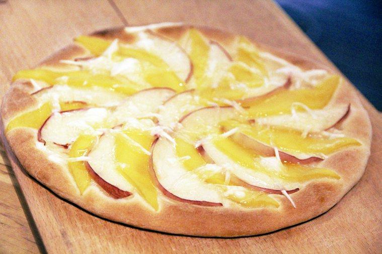 撒上無奶起司的水蜜桃披薩。 圖╱朱慧芳