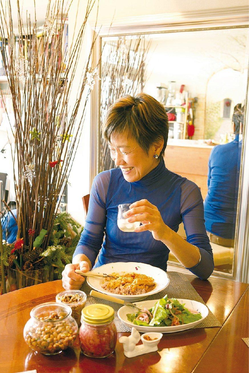 雖然是一個人吃飯,但不需要吃得索然無味。 圖/《一個人的生活:雖然有點寂寞,卻獨...