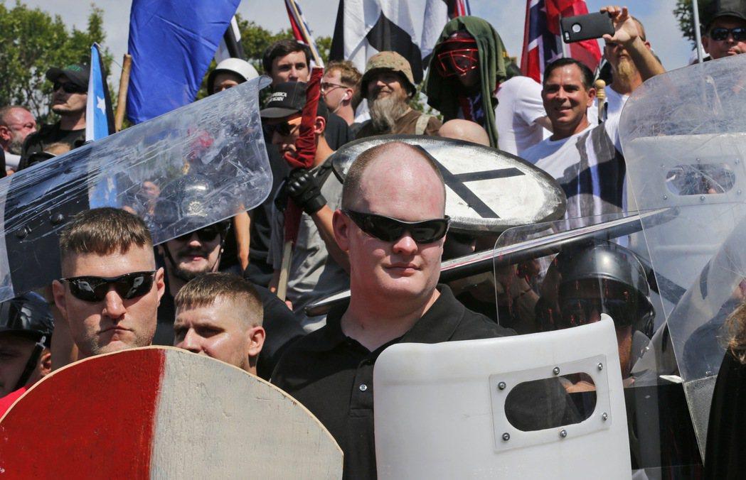 極右派運動在維吉尼亞州夏洛茲維爾市舉行的白人種族大會12日爆發流血衝突。 美聯社