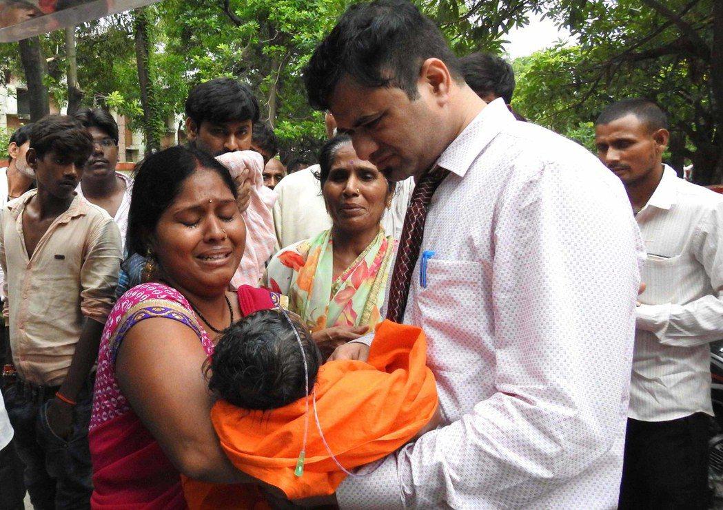 印度北方省一間省立醫學院附設教學醫院6天共有63名住院兒童,疑因氧氣供應不足而死...