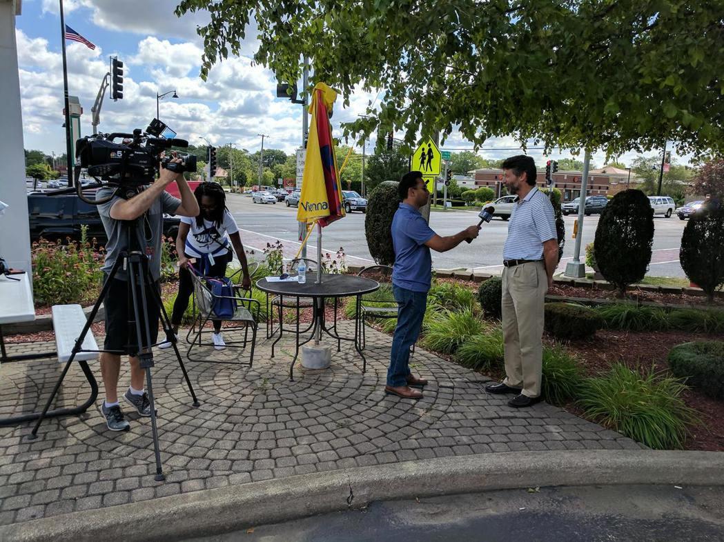 售出3億9300萬大獎的尼克燒烤餐廳外,12日上午聚集多家媒體採訪。尼克燒烤餐館...