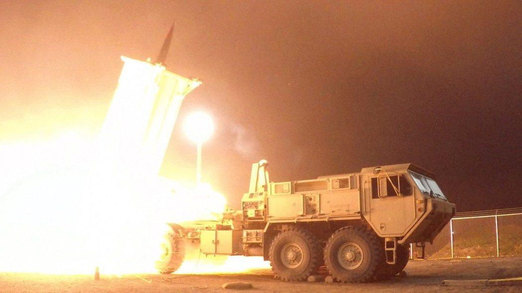 美國部署在南韓的薩德高空防禦系統正試射攔截飛彈。歐新社