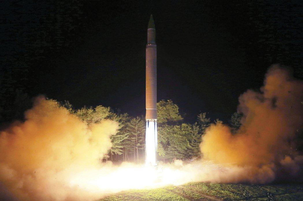 北韓最近試射的洲際彈道飛彈。美聯社