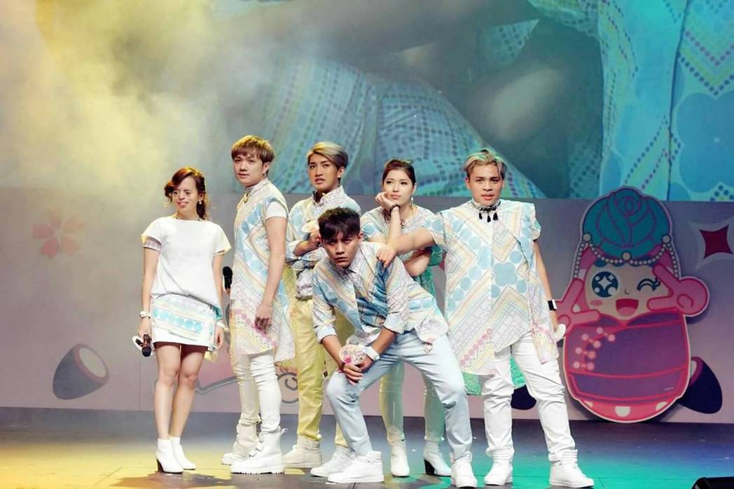 世大運主題曲「擁抱世界擁抱你」由團體「I-WANT星勢力」演唱,將在世大運開幕式...