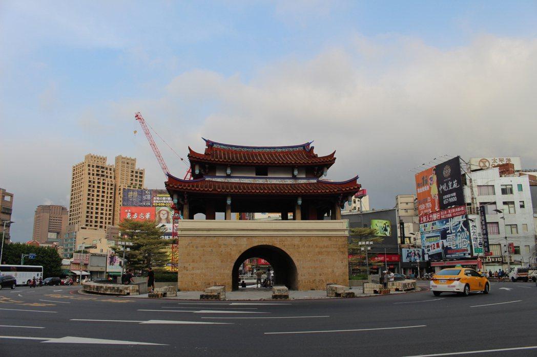 東門城廣場被打造成新竹之心,成為青少年練舞、演出的地方。 記者張雅婷/攝影