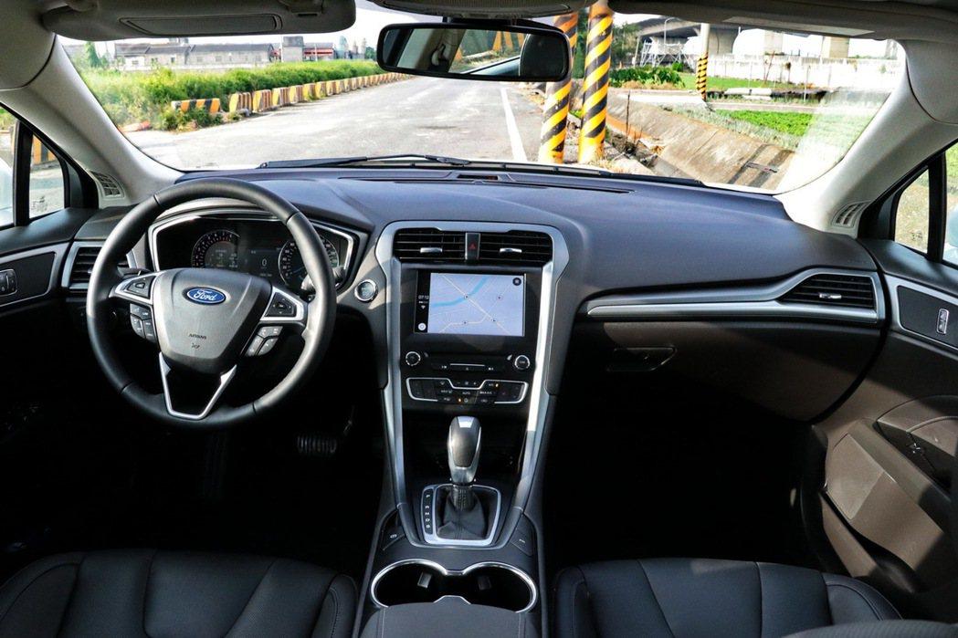 車載系統搭載SYNC 3娛樂通訊整合系統,整合8吋LCD彩色觸控螢幕。 記者陳威任/攝影