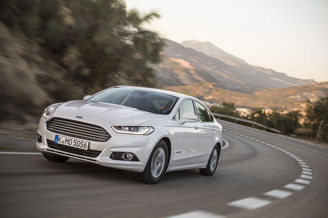 Ford Mondeo的動態表現讓人安心又盡興。 圖/Ford提供