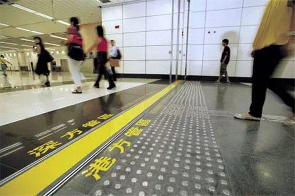 「一地兩檢」議案,預計將在香港境內西九龍高鐵站設立「內地口岸區」執行中國大陸法律...