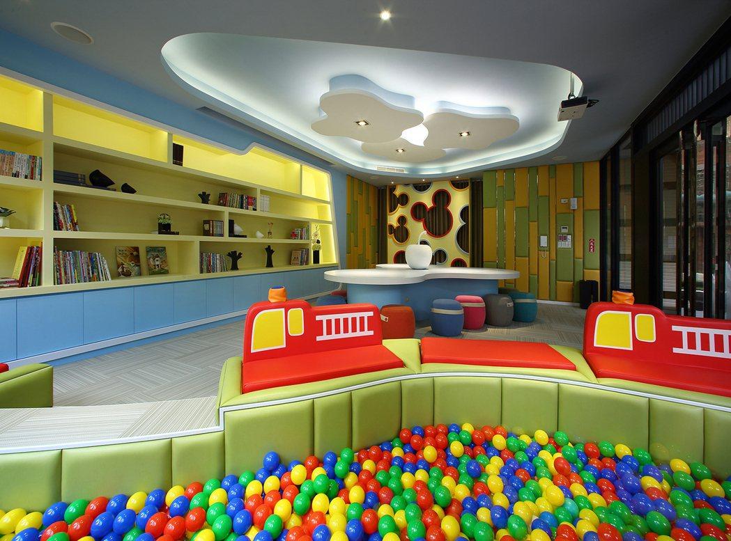寬敞明亮的兒童遊戲空間,功能多元,寓教寓樂。 圖片提供/晟揚建設