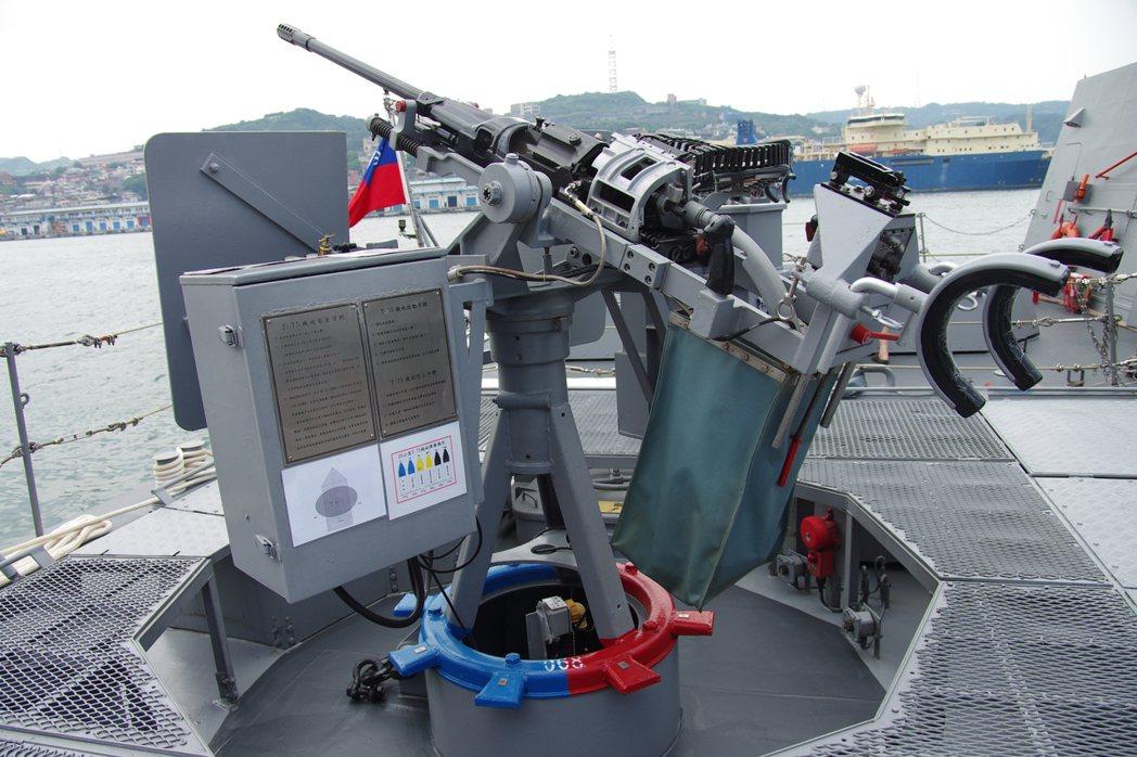 光六快艇船艉的20公釐T75機砲,射手必須暴露於外。圖/海軍提供