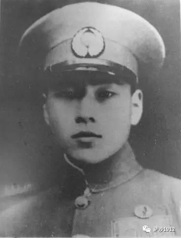 周志開於1943年6月6日的梁山空戰,單機擊落三架來犯的空軍,因而獲青天白日勳章...