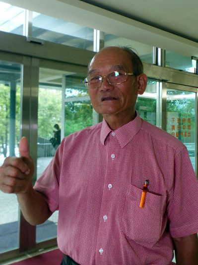 74歲林姓病患樂觀抗癌,如今每3個月回診追蹤,他堅持每天運動、種菜、寫書法,樂齡...