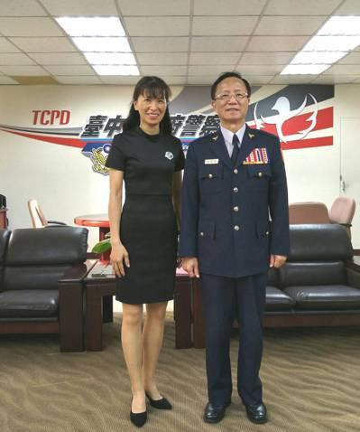 台中市警局秘書室文書股王翠華(左)才任職沒多久,就發現警界不合理的刑案公文制度,...