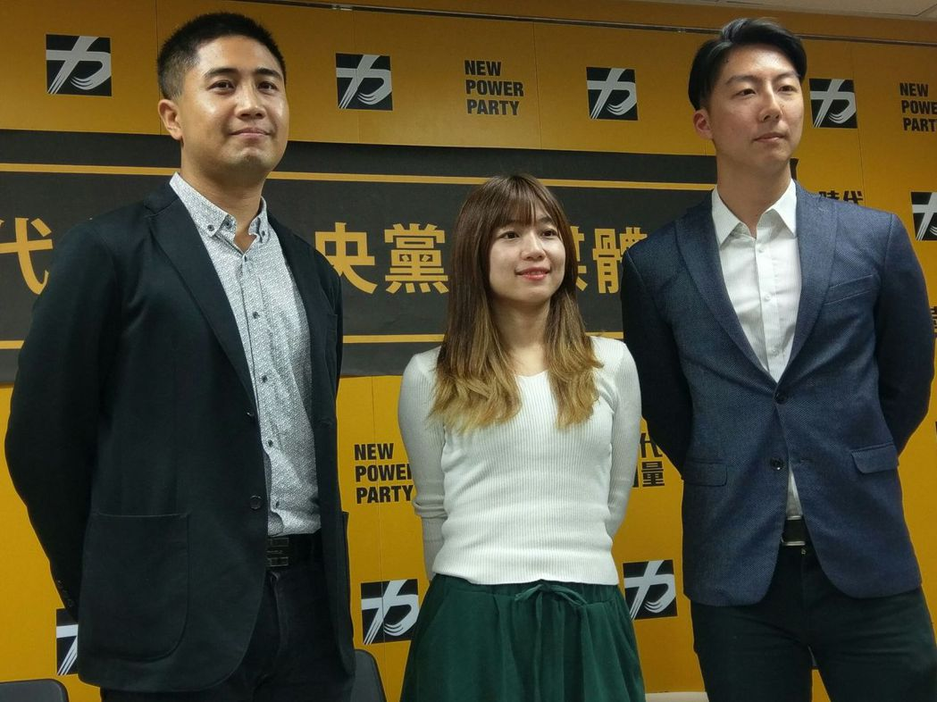 時代力量發言人吳崢(右)、林穎孟(中)將參選2018北市議員。本報系資料照片