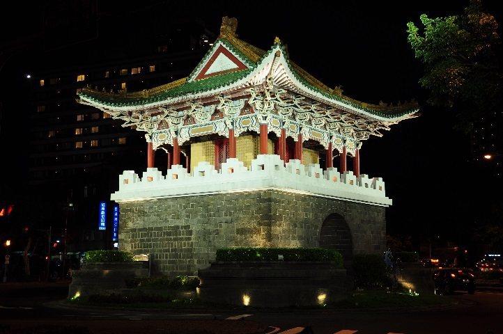 重熙門(小南門)夜間燈光。圖/台北市公園處提供