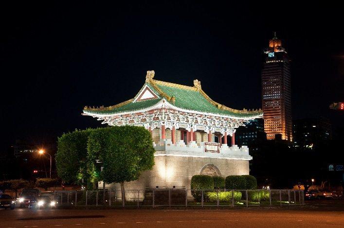 景福門(東門)夜間燈光。圖/台北市公園處提供