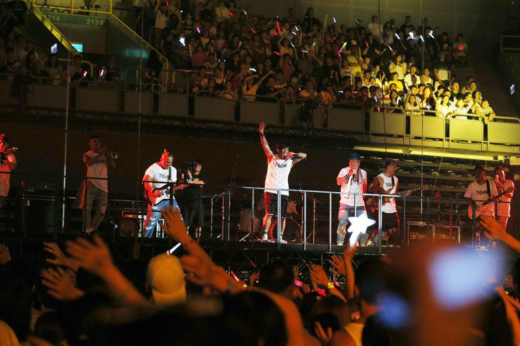 Boxing擔任「烏托邦世界巡城演唱會」的中場嘉賓。圖/EMI提供
