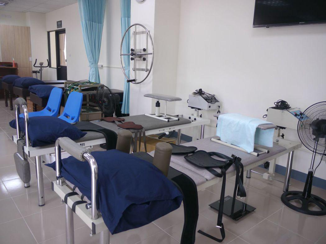 六龜衛生所2樓設有復建科,由署立旗山醫院規劃人力進駐協助。記者徐白櫻/攝影