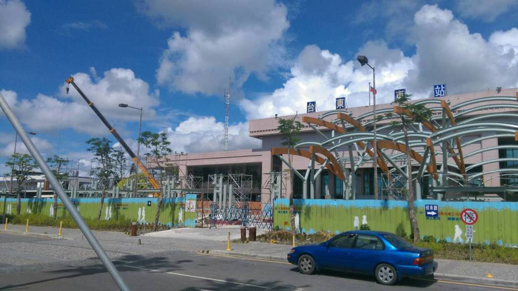 宜花東13個車站將重新改造,提供遊客吃喝玩樂等「離開軌道之外」的服務。記者潘俊偉...