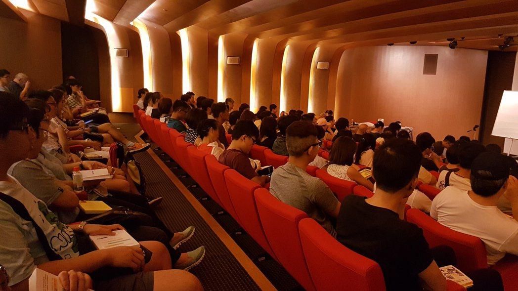 李錫錕的新書座談會座無虛席。記者吳佩旻/攝影