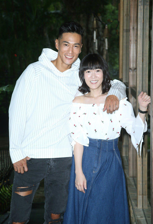 鍾承翰(左)與孫可芳在「五味八珍的歲月」中詮釋窮苦夫妻。記者陳瑞源/攝影